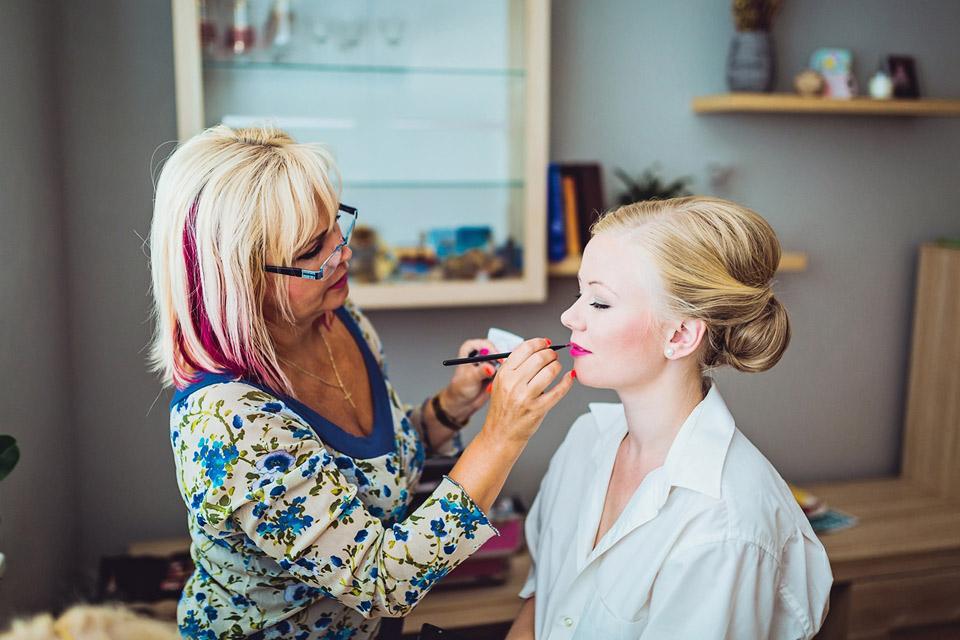 Líčení a malování slečny nevěsty