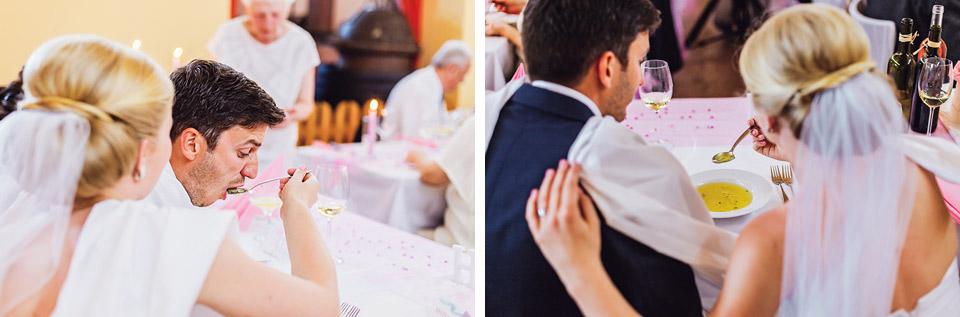 Nevěsta pěkně krmí ženicha