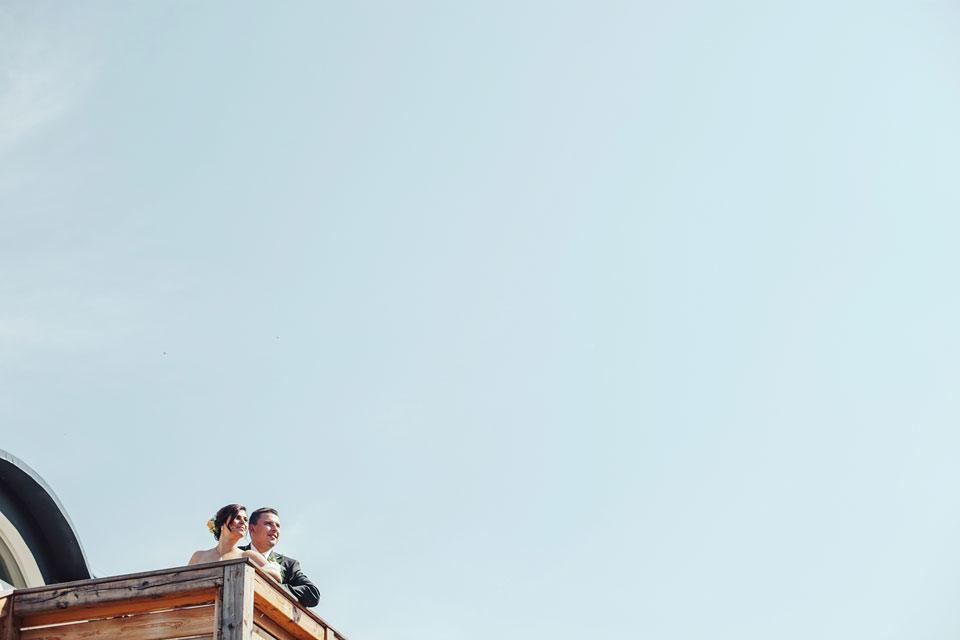 Nevěsta s ženichem na terase