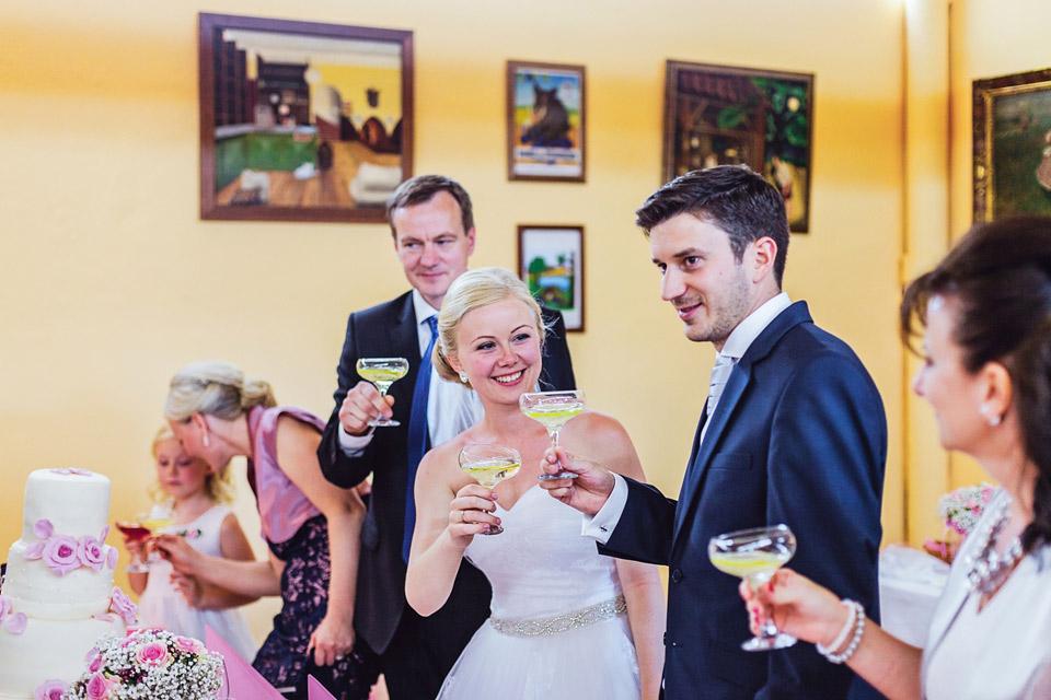 Novomanželský přípitek