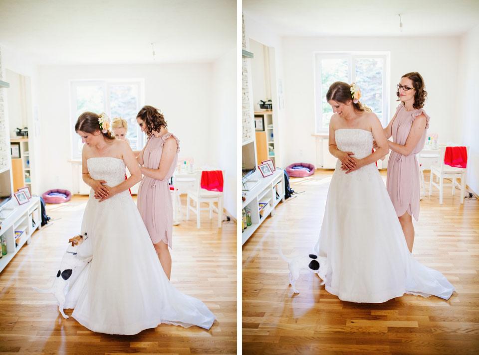 Oblékání svatebních šatů