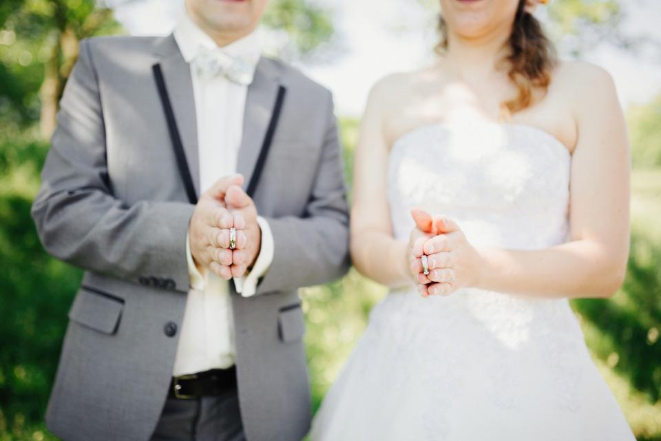 Originální fotografie novomanželských prstýnků
