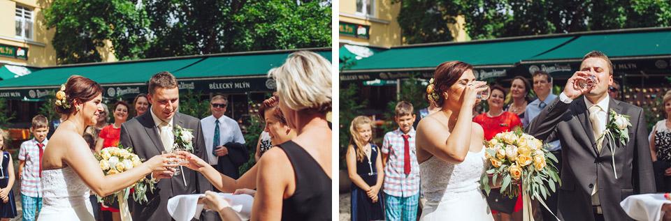 Přípitek na přivítanou pro nevěstu a ženicha