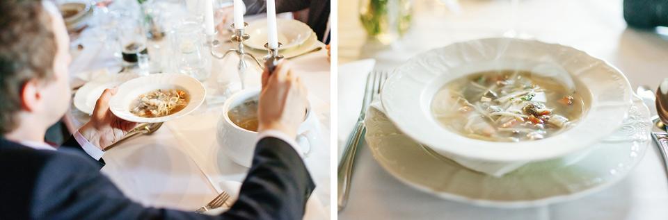 Rozlévání knedlíčkové polévky