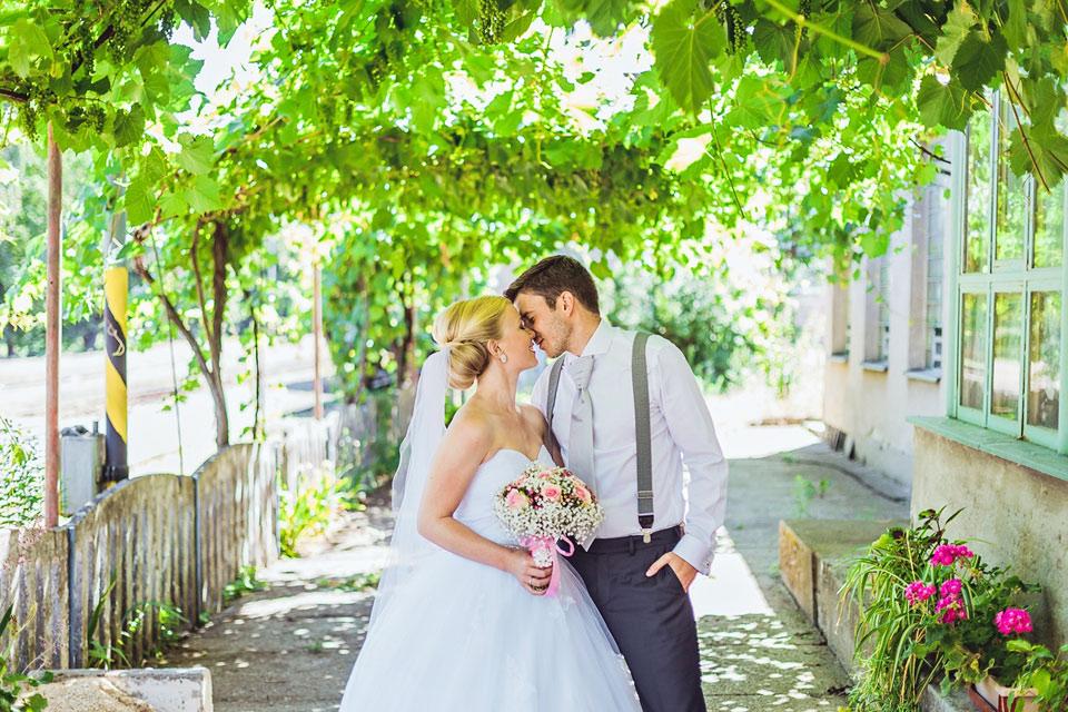 Svatební fotografie na nádraží v Mutěnicích