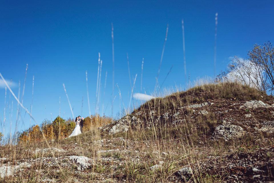 minimalisticka-svatebni-fotografie-z-lomu-ve-stramberku