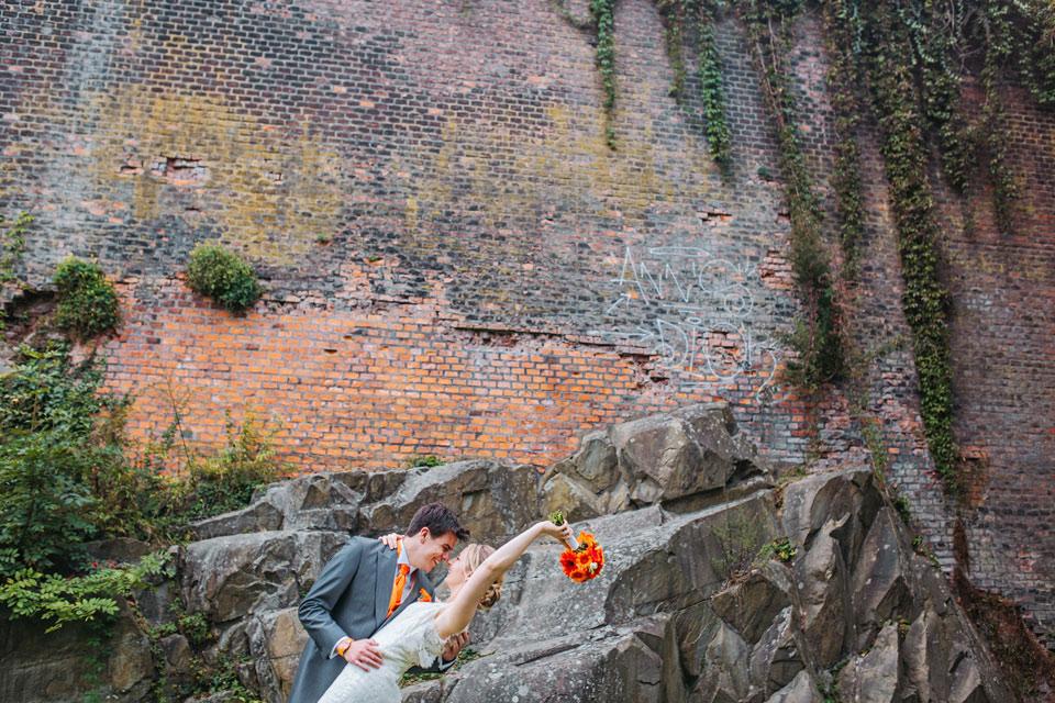111-svatebni-fotka-pred-hradbami