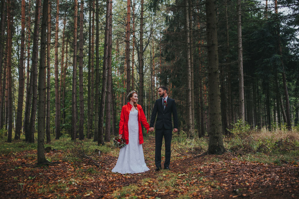 12-zenich-a-nevesta-pozuji-v-lese