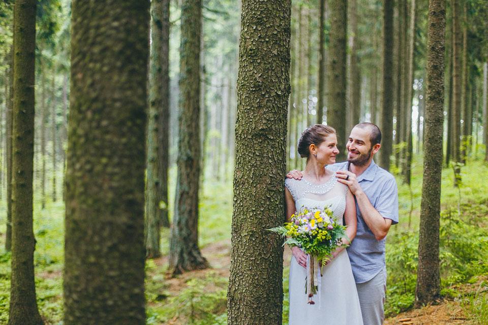 123-svatebni-fotografie-z-lesa