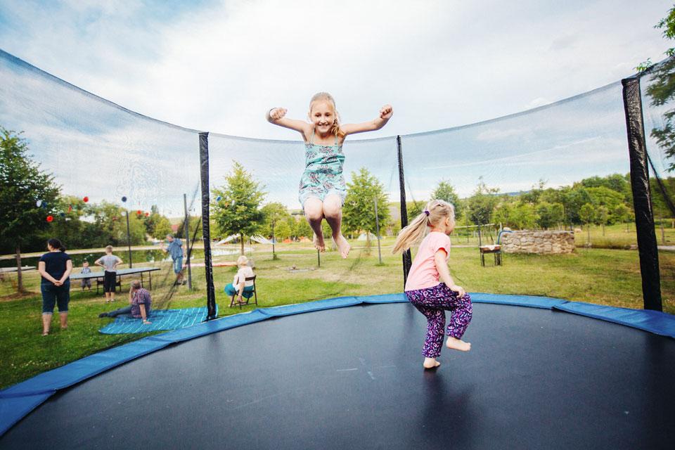 160-svatebni-trampolina-na-vecerni-zabave