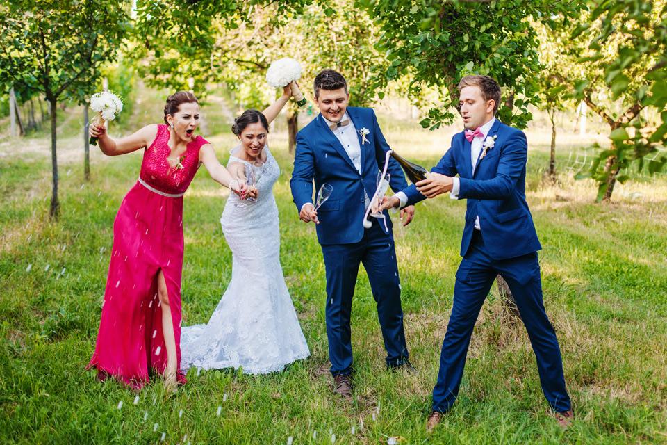 168-vesela-svatebni-fotografie-z-vinohradu