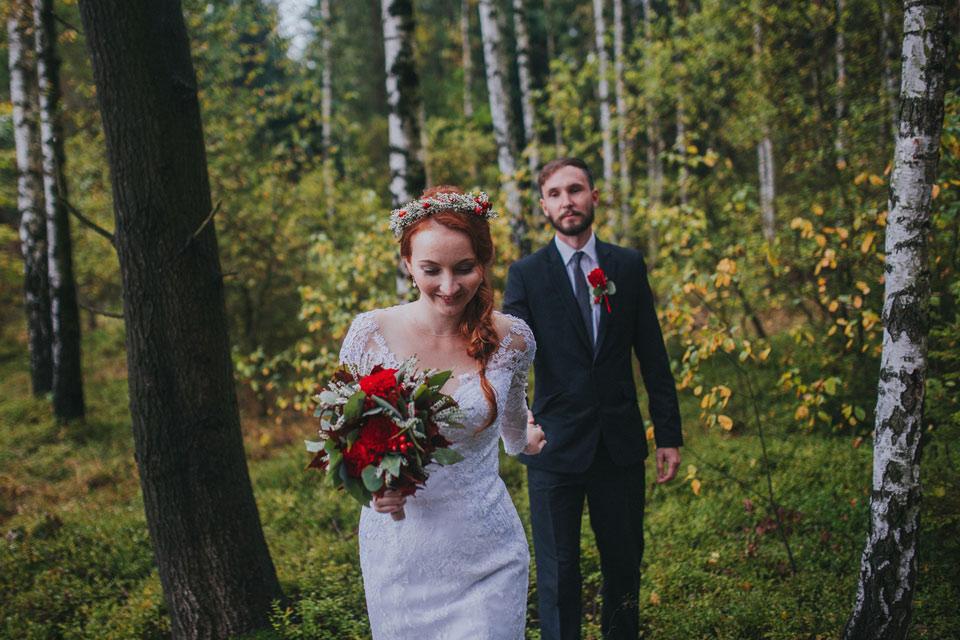 17-nevesta-a-vede-zenicha-destivym-lesem