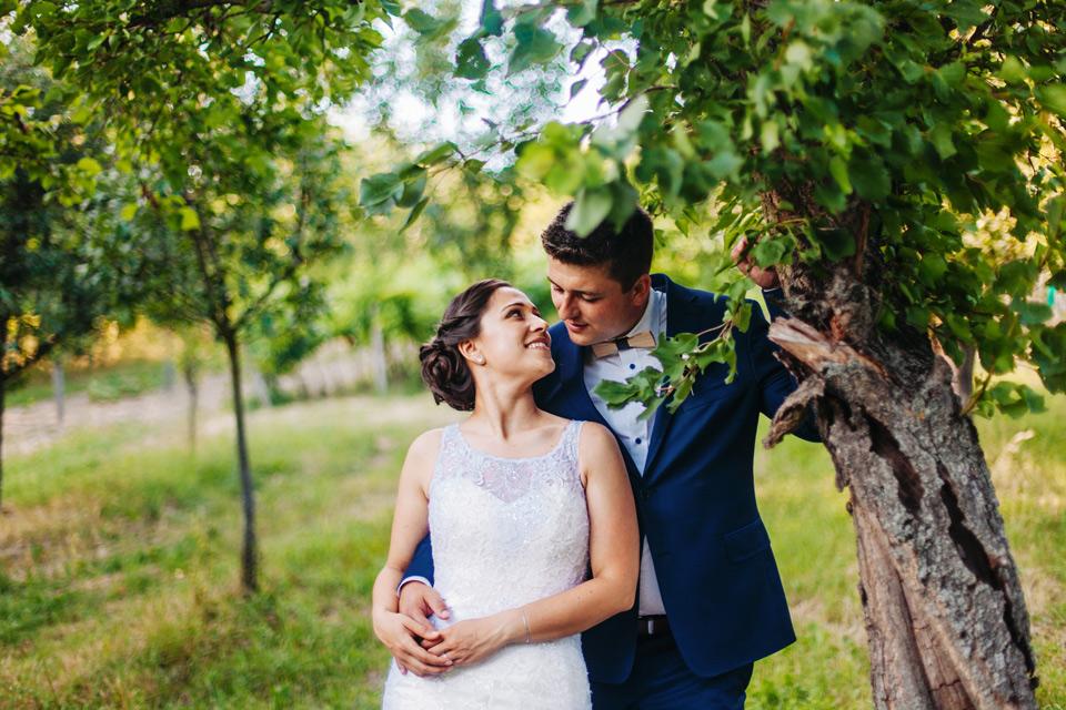 170-svatebni-romantika-v-ovocnem-sadu