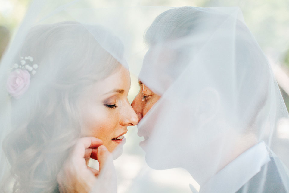 27-romanticka-svatebni-fotografie-pod-zavojem