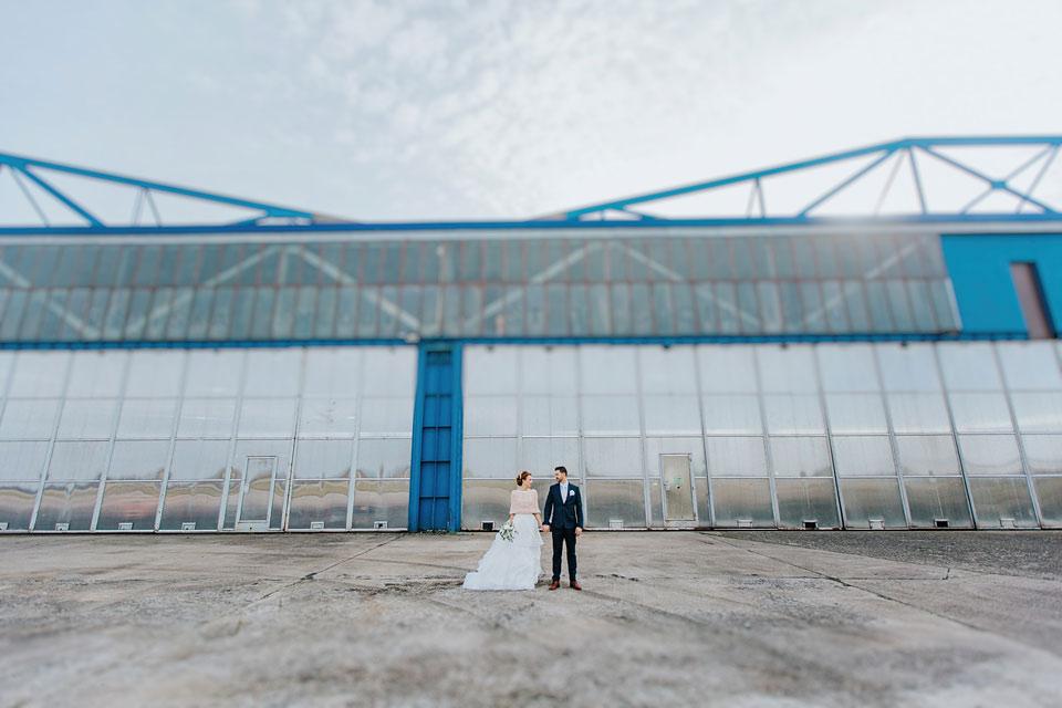 34-minimalisticka-svatebni-fotografie-z-letiste