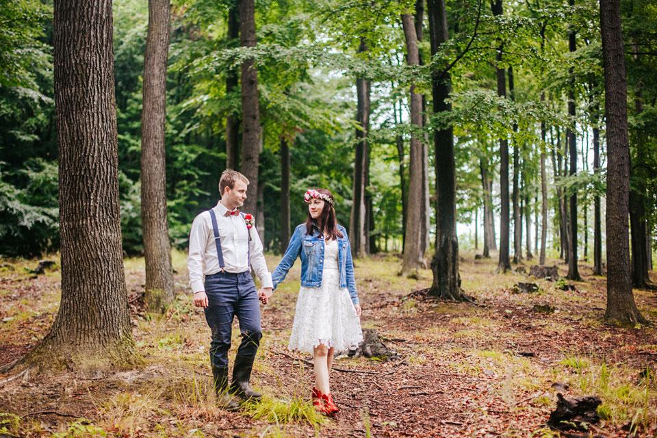 53-svatebni-fotografie-z-lesni-prochazky