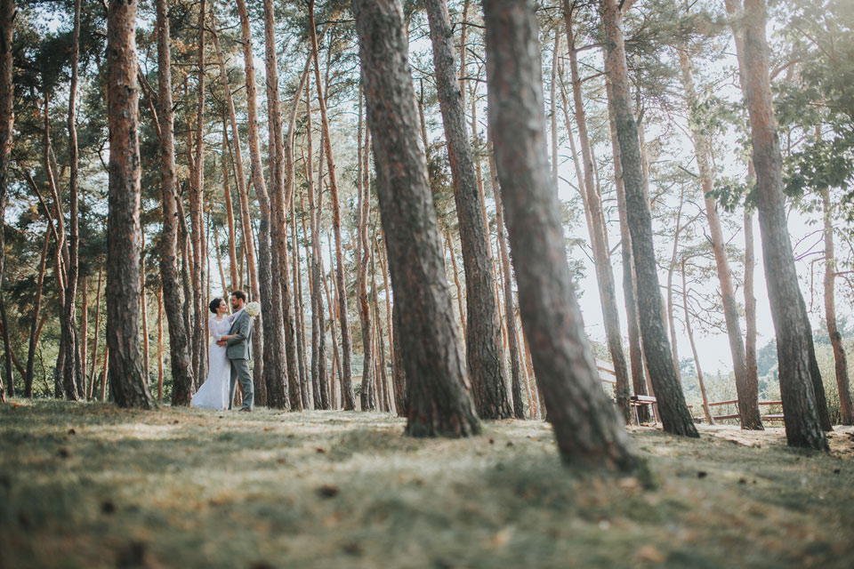 88-romanticka-svatebni-fotografie-nevesty-a-zenichav-lese